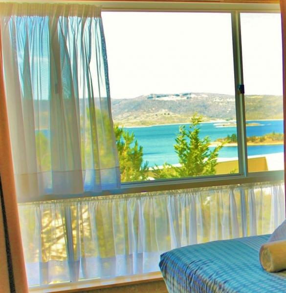 View-Panorama-Jindabyne-Accommodation-Hotel-Lake-View-Room8